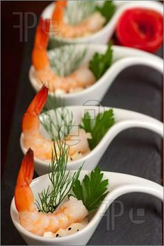 Seafood: Shrimp appetizers during a party - gourmet appetizers Gourmet Appetizers, Appetizers For A Crowd, Seafood Appetizers, Finger Food Appetizers, Seafood Recipes, Finger Foods, Gourmet Recipes, Appetizer Recipes, Catering Recipes