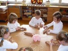 Vážeme uzlíky - děláme buřtíky. Montessori, School, Crafting, Carnival, Craft, Schools, Crafts To Make, Crafts, Handarbeit