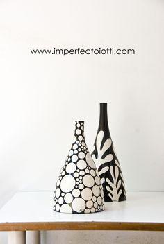 Do tape dots and design Ceramic Tile Art, Ceramic Pots, Ceramic Design, Bottle Painting, Bottle Art, Bottle Crafts, Painted Pots, Pottery Painting, Colorful Drawings