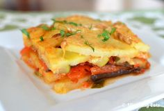 Mediterranean Layered Bake - delicious layers of potato, aubergine, peppers and courgette topped with a cheesy white bechamel style sauce. Healthy Eating Recipes, Spicy Recipes, Healthy Cooking, Healthy Snacks, Cooking Recipes, Party Recipes, Free Recipes, Slimming Eats, Slimming World Recipes