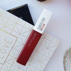 Tutto il popolo di #instagram è letteralmente impazzito dietro alle Super Stay Matte Ink di @maybelline ! Da amante dei rossetti opachi non potevo che provarne una, la numero 50 Voyager, 🌸💕 ...#ilblogdic #beauty #fashion #beautyblogger #blog #blogger #c #ontheroad #tb #tbt #scatti #ink #velvet #maybelline #superstaymatteink #lotd #lipstick #liptint #lips #fotd #matte #labbra #rouge #red