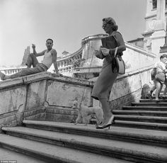 An Italian man watches an American tourist walking her poodle down the Spanish Steps in Rome. Circa Evans/Three Lions / Getty Images 36 Photos Of Italy In The Fifties That Will Make You Want To Time Travel Italian People, Italian Men, Mega Series, Voyage Rome, Vintage Italy, Roman Holiday, Iconic Women, Famous Women, Vintage Photographs