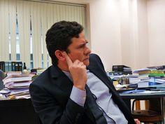 O juiz federal Sérgio Moro entrega ao Senado, nesta quinta-feira, 1, um ofício em que propõe uma alteração no projeto de lei de abuso de autoridade que, afasta riscos de juízes e membros do Ministério Público serem responsabilizados criminalmente pela interpretação da lei.