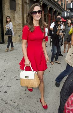 O my goodness the bag! Pippa Middleton and Spencer Vegosen leaving Soho House after having lunch together on the roof top for her Birthday. Pippa Middleton Dress, Pippa Middleton Photos, Pippa And James, Kate And Pippa, Feminine Style, Lady In Red, Beautiful Outfits, Celebrity Style, Autumn Fashion