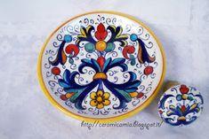 piattino-sottobottiglia+ tappo di #ceramica #handpainted http://ceramicamia.blogspot.it/2016/04/sottobottiglia-e-tappo-in-ceramica.html