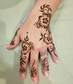 Stained - henna artist in Tampa Florida for bridal mehndi , henna tattoo , and henna design ebooks for the henna community. Arabian Mehndi Design, Palm Mehndi Design, Floral Henna Designs, Henna Designs Feet, Stylish Mehndi Designs, Mehndi Design Pictures, Mehndi Designs For Fingers, Beautiful Henna Designs, Mehndi Designs For Hands