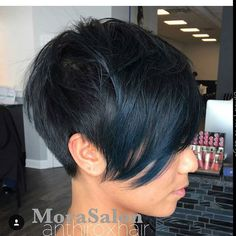 These pixie cut ideas show the mischievous-little-boy cut and lots of elegant new versions that are going from strength to strength in the realm of popular short hairstyles! So if your hair is a bit shapeless right now and needs refreshing, put your feet up and enjoy browsing my latest selection of incredibly stylish pixie …