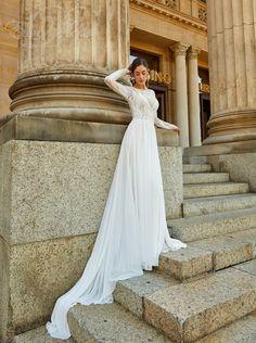 Dress 30346 – Ook volledig gevoerd leverbaar (foto is ongevoerd) Lace Wedding, Wedding Dresses, Romance, Outfit, Bohemian, Chic, Weddingideas, Modern, Fashion