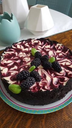 Berry swirl cheesecake, no mint leaves…. substituted baby basil Berry swirl cheesecake, no mint leaves…. Blackberry Cheesecake, Cheesecake Desserts, Just Desserts, Delicious Desserts, Dessert Recipes, Yummy Food, Chocolate Cheesecake, Marshmallow Cheesecake, Japanese Cheesecake Recipes