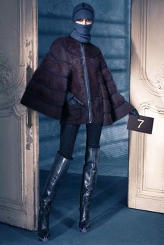 Louis Vuitton Pre-Fall 2011 Collection Photos - Vogue