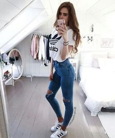 Style Spacez: 26 Skinny Jeans You Should Definetly This Fall Cute Comfy Outfits, Sporty Outfits, Girl Outfits, Looks Adidas, Tumblr Outfits, Adidas Outfit, Look Cool, Everyday Outfits, Women's Fashion Dresses