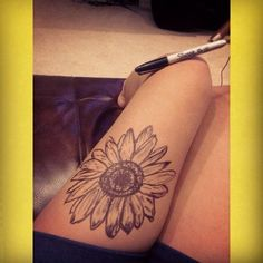 Daisy thigh sharpie tattoo. Tattoos and piercings ❤ liked on Polyvore featuring accessories, body art and tattoos