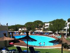 Portugal / Algarve: 2 bedroom apartment in Vale do Lobo to rent from £440 pw, on a golf resort with a shared swimming pool. Also with balcony/terrace, log fire, air con, TV and DVD.