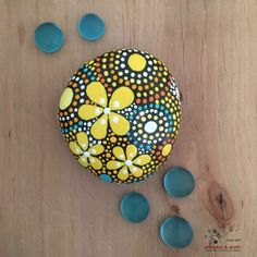 40 Creative Ideas for Making Painted Rocks - DIY Projects for Making Money - Big DIY Ideas Rock Painting Patterns, Rock Painting Ideas Easy, Rock Painting Designs, Paint Designs, Mandala Art, Mandala Rocks, Mandala Design, Pebble Painting, Dot Painting