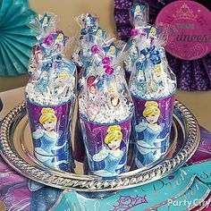 Wow your guests with easy to make eye-candy Cinderella favor cups the girls will ♥!