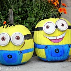 Minion Painted Pumpkins {pumpkin faces} It doesn´t have to be scary :)  #upcycling #halloween ideas