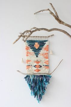 Crochet wall hanging woven with pictures on nch - wall hanging yarn, wall hanging weave Weaving Textiles, Weaving Art, Tapestry Weaving, Loom Weaving, Hand Weaving, Weaving Wall Hanging, Wall Hangings, Diy And Crafts, Arts And Crafts