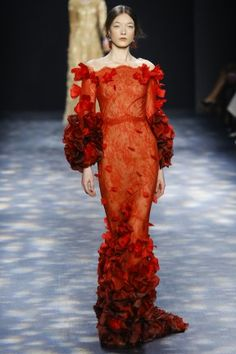 Catwalk photos and all the looks from Marchesa Autumn/Winter Ready-To-Wear New York Fashion Week Red Fashion, Fashion Week, New York Fashion, Look Fashion, Fashion Show, Fashion Design, Fashion Hacks, Style Couture, Couture Fashion