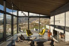 Lake Wakatipu House, Queenstown - New Zealand - concrete fireplace en Wood ceiling