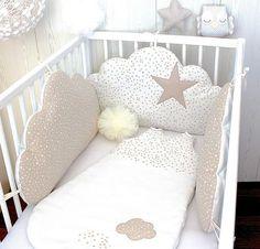 Tour de lit bébé 3 grands coussins nuages à petites étoiles, couleur blanc et beige