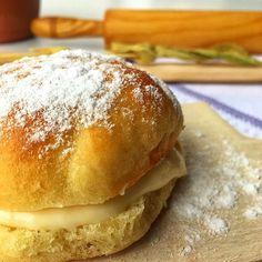 Pazar pazar, bizim evde yine enfes lezzetler🍰 💕 Bugün kendinizi ya da sevdiklerinizi harika bir Alman Pastası (nam-ı diğer Berliner) ile şımartmaya ne dersiniz? İçi mis gibi pastacı kremalı, hamuru puf puf ve bol mahlep kokulu...👌 💕 Bu harika lezzetin tarifine kolayca ulaşabilesiniz diye link bio'da👆 👉Herkese lezzet dolu bir hafta sonu diliyoruz. 😍 👉tatlim-tatlim.com 👣 Hamburger, Pasta, Bread, Food, Hamburgers, Breads, Burgers, Noodles, Bakeries