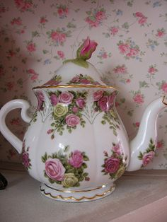 Beautiful Teapot with Roses!
