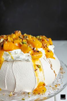 food²: Pavlova z mango i pistacjami Pavlova Cake, Meringue Pavlova, Meringue Desserts, Dessert Names, Bosnian Recipes, Food Inspiration, Cake Decorating, Mango, Good Food