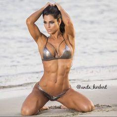 Only Ripped Girls — Anita Herbert 🔥🔥🔥🔥 Sexy Bikini, Brasilianischer Bikini, Bikini Babes, Swimsuit, Muscle Girl, Anita Herbert, Fit Women, Sexy Women, Hot Girls