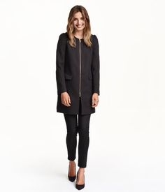 Straight-cut coat in textured woven fabric. Puff sleeves, zip at front, and side pockets with flap. Lined.