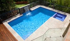 like the water feature Swimming pool & spa - Sydney - contemporary - pool - sydney - Crystal Pools Backyard Pool Designs, Swimming Pools Backyard, Pool Spa, Swimming Pool Designs, Pool Landscaping, Pools Inground, Solarium, Pool Water Features, Pool Colors