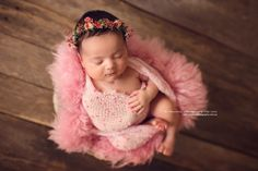 A gorgeous whimsical floral crown made with real dried gypsophillia, natural dried moss and small flowersTies with cream chiffon silkSuitable for newborn to young babyImages by,Naomi Hewitt Photography Newborn Photography By JadePolka Dot Umbrella PhotographyJillian Greenhill Photography