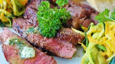 Get Recipes and Cooking Advice for Indoors and Outdoors So, you have started with a Keto diet. Your healthy eating based on the low carb, high- fat diet is going well. Gras Double, Steak Appetizers, Le Cassoulet, Kinds Of Steak, Atkins Diet, Meat Lovers, Healthy Side Dishes, Steak Recipes, Snacks Recipes