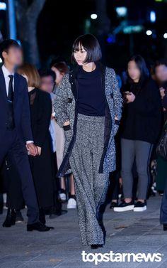 [HD포토] 배두나 매력적인 똑단발 #topstarnews Fashion Details, Love Fashion, Womens Fashion, Korean Celebrities, Celebs, Everyday Look, Urban Fashion, Street Style Women, Asian Woman