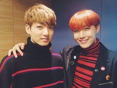 Las etiquetas más populares para esta imagen incluyen: bts, jungkook, jhope, kpop y hoseok