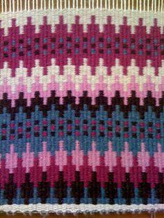 Warped Minds-Ramblings of a Weaver: August 2011