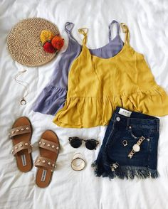 peplum tank tops with denim shorts and pearl slides Source by hbs Outfits verano Cute Summer Outfits, Trendy Outfits, Cool Outfits, Summer Clothes, Spring Outfits, Girl Fashion, Fashion Outfits, Womens Fashion, Lingerie