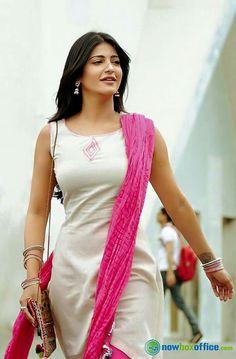 Mahesh Babu and Shruti Hassan Still in Srimanthudu Indian Actress Photos, South Indian Actress, Beautiful Indian Actress, Beautiful Actresses, Cute Celebrities, Indian Celebrities, Celebs, Bollywood Celebrities, Indian Bollywood