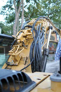 Hydraulic Lines on a Small Caterpillar Excavator Caterpillar Excavators, Arte Robot, Cool Robots, Industrial Machine, Heavy Machinery, Machine Parts, Mechanical Design, Machine Design, Surface Design