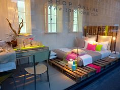 Neon palettes, for a DIY bed #diy #howto #doityourself #ideas #livingwikii #diyrefashion