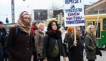 Mielenosoituskulkue TTIP-, CETA- JA TiSA vapaakauppasopimuksia vastaan Helsingissä huhtikuussa 2015. Kuva: Saana Katila