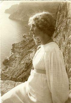 "araknesharem: ""yama-bato: ""yama-bato: ""John Bauer's wife The Princess Ester "" "" John Bauer, Jeanne Lanvin, Old Photos, Vintage Photos, Vintage Stuff, Pre Raphaelite, Madame, Vintage Beauty, The Past"