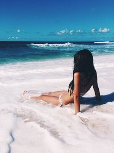 Imagen vía We Heart It https://weheartit.com/entry/173225392 #beach #black #blonde #braid #casual #curly #daisy #fashion #floral #flower #girl #girly #goals #grunge #hair #hipster #indie #long #nature #style #summer #tropical #tumblr #wavy #vibes