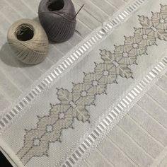 Vagonite: 60 fotos e passo a passo para você aprender e se inspirar Swedish Weaving, Mehndi Images, Bargello, Quilt Tutorials, Sisal, Cross Stitch Embroidery, Needlepoint, Needlework, Quilts