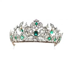 Se billederne: Her er dronningens uvurderlige smaragder - Royale | www.bt.dk https://se.pinterest.com/lovebooksabove/the-danish-emerald-parure/