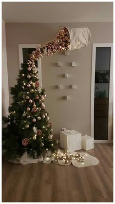 25 Most Interesting DIY Event Decor Ideas : Make Your Events More Attractive. 25 Most Interesting DIY Event Decor Ideas : Make Your Events More Attractive. 25 Most Interestin Funny Christmas Tree, Easy Christmas Crafts, Noel Christmas, Christmas Humor, All Things Christmas, Christmas Tree Ornaments, Outdoor Christmas, Christmas Tree Ideas, Silver Ornaments
