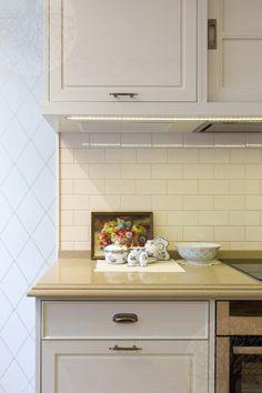Изготовленные нами элитные кухни на заказ по вашим индивидуальным размерам всегда отличаются от аналогов своим благородством и натуральностью.