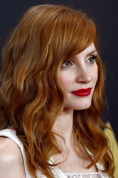 Jessica Chastain Photos: Academy Of Motion Picture Arts And Sciences' 2014 Governors Awards - Arrivals (hair coloring chatain) Jessica Chastain, Celebrity Hairstyles, Cool Hairstyles, Celebrity Hair Colors, Red Hair Don't Care, Actress Jessica, Strawberry Blonde, Beautiful Redhead, Mannequins