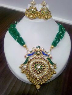 Latest Collection of best Indian Jewellery Designs. Indian Wedding Jewelry, Indian Jewelry, Antique Jewelry, Beaded Jewelry, Antique Necklace, Gold Jewelry Simple, Bollywood Jewelry, Gold Jewellery Design, Fashion Jewelry