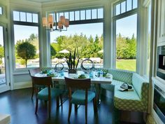 Travelling through to the opposite end of the room, an upholstered banquette provides seating in the bay window, which overlooks the sunny pool terrace.