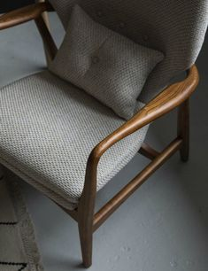 Best of mid-century style armchairs - cate st hill Mid Century House, Mid Century Style, Contemporary Armchair, Modern Armchair, Dream Furniture, Beach Furniture, Wooden Furniture, Comfortable Office Chair, Mid Century Armchair